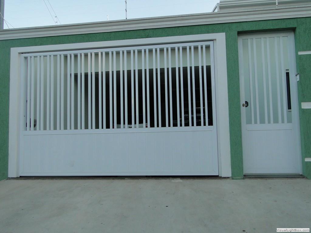 Portão de alumínio com porta