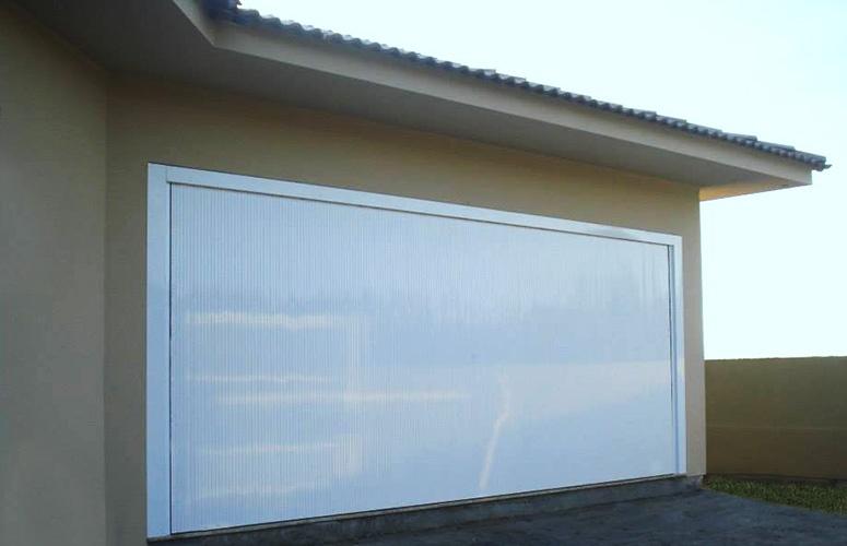 Portão de alumínio frisado