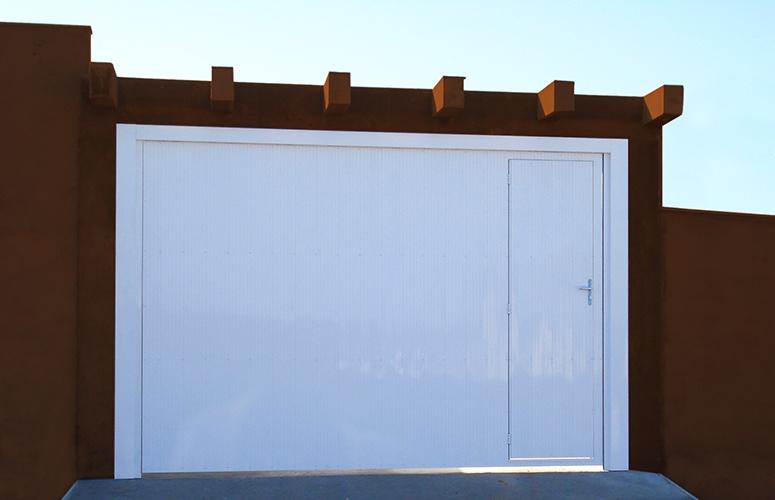 Portão de alumínio frisadoo