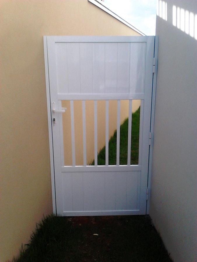 Portão de alumínio lateral