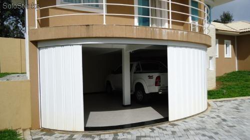 Portão de alumínio que faz curva