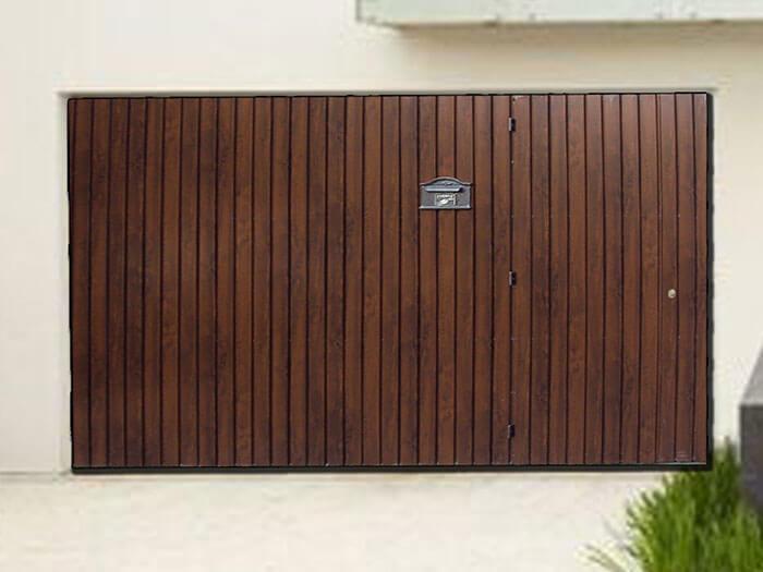Portão de alumínio que imita madeira