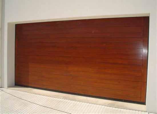 Portão de alumínio que imita madeiraa