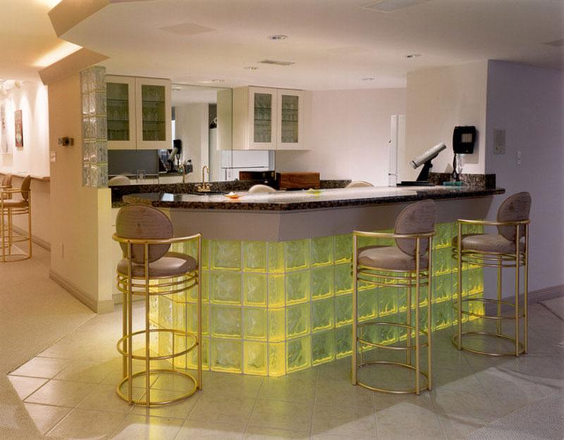 cozinha americana simples com bloco de vidro