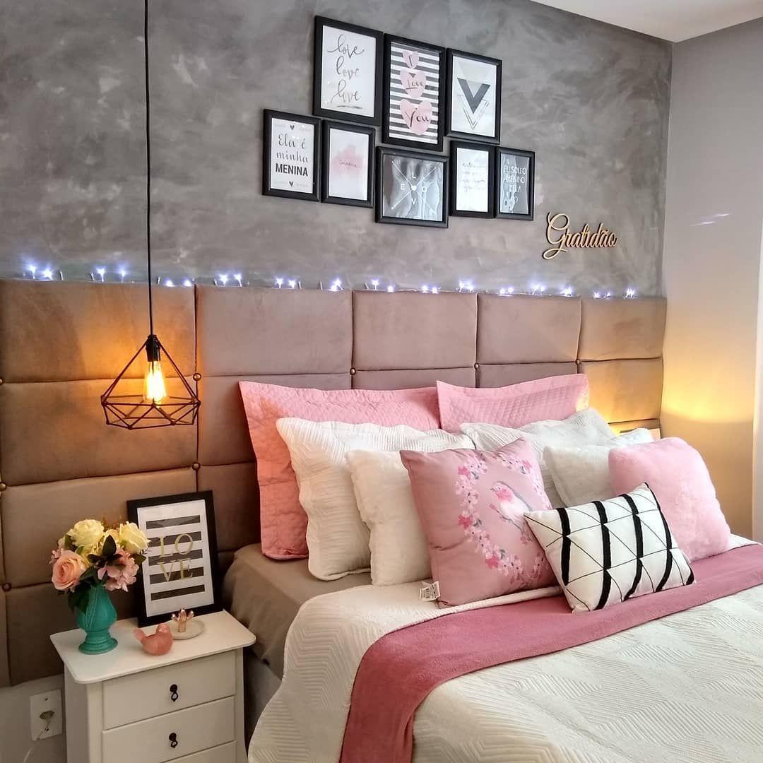 rosa claro na cama com um cinzinha para completar a combinação