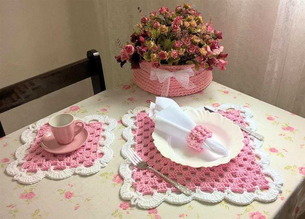 rosa com laterais em branco para mesa combinando