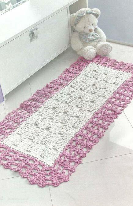 tapete com largas bordas para a frente da pia