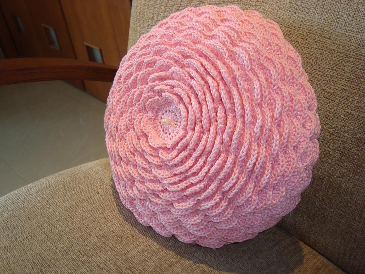 Almofada de crochê em forma de flor