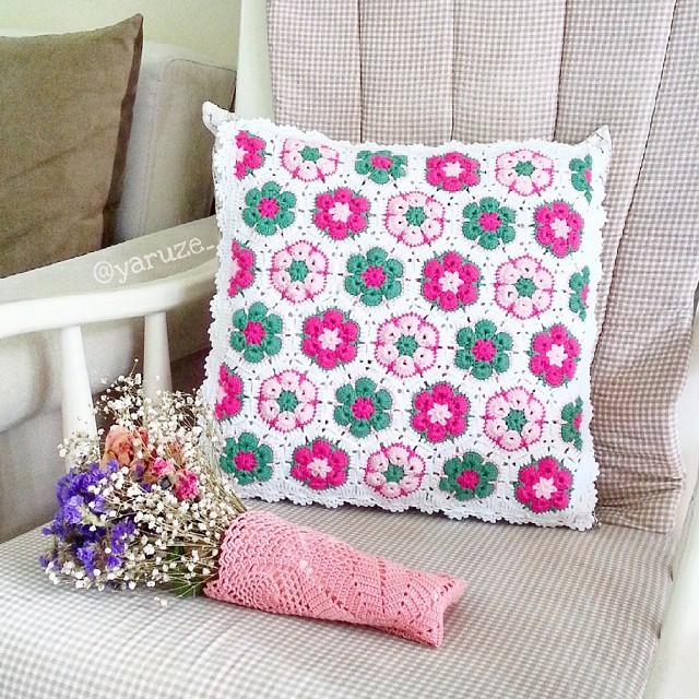 Almofada de crochê flor africana