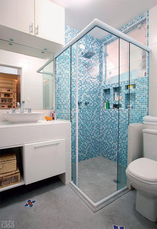 Banheiro quadrado decorado