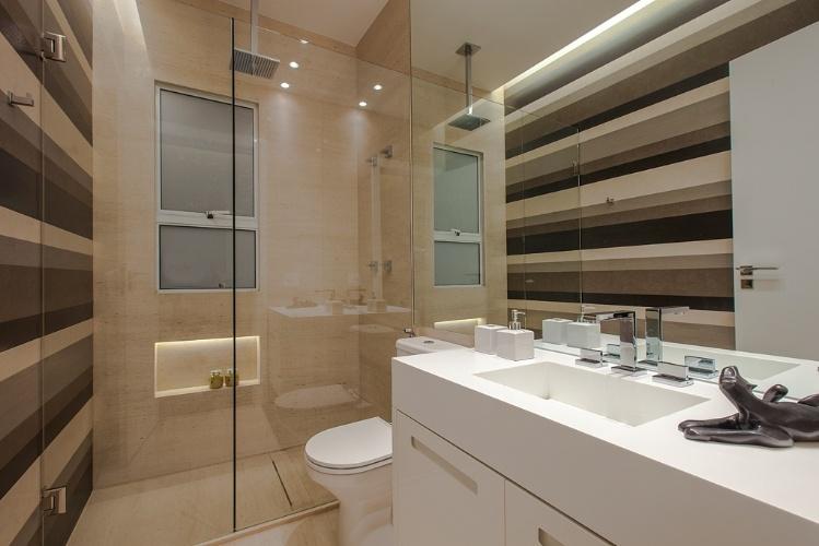 Banheiro quadrado grande