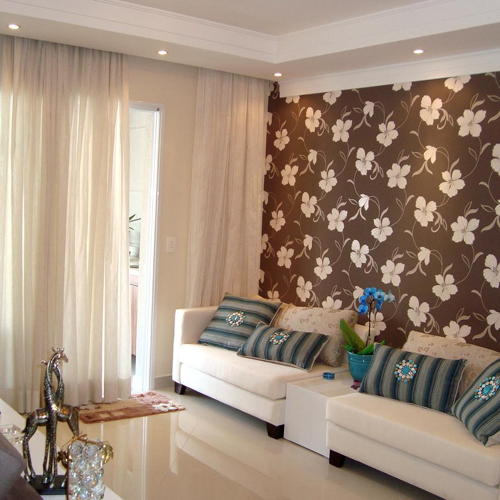 Cortinas e papel de parede com flores