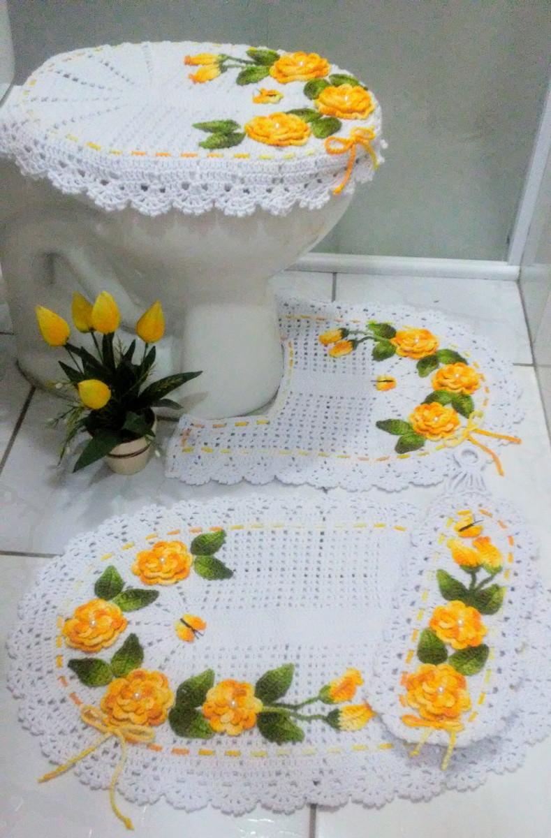 Jogo de banheiro de crochê com flores amarela
