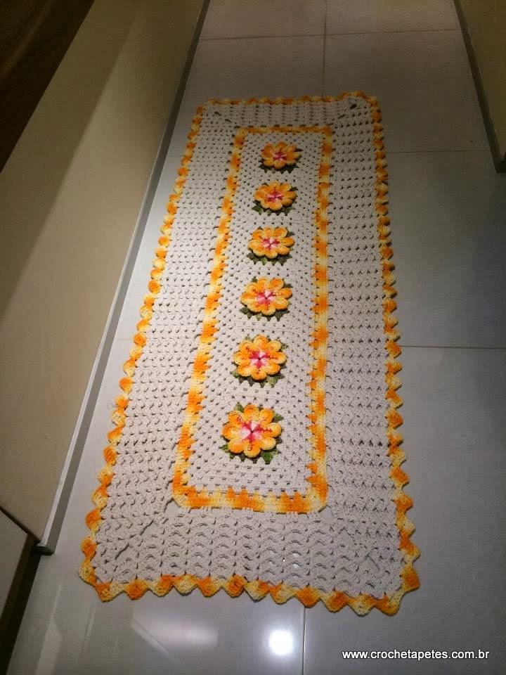 Passadeira com flores amarela de crochê