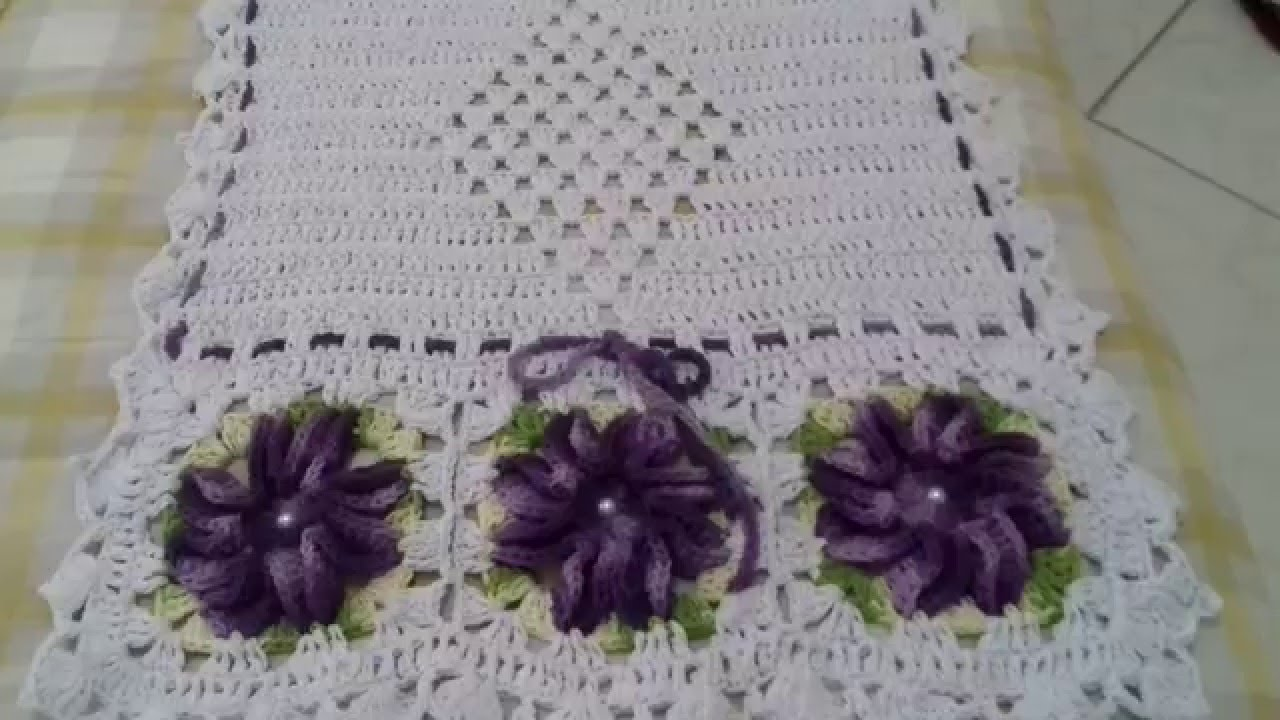 caminhos de mesa de crochê com flores caracol azul