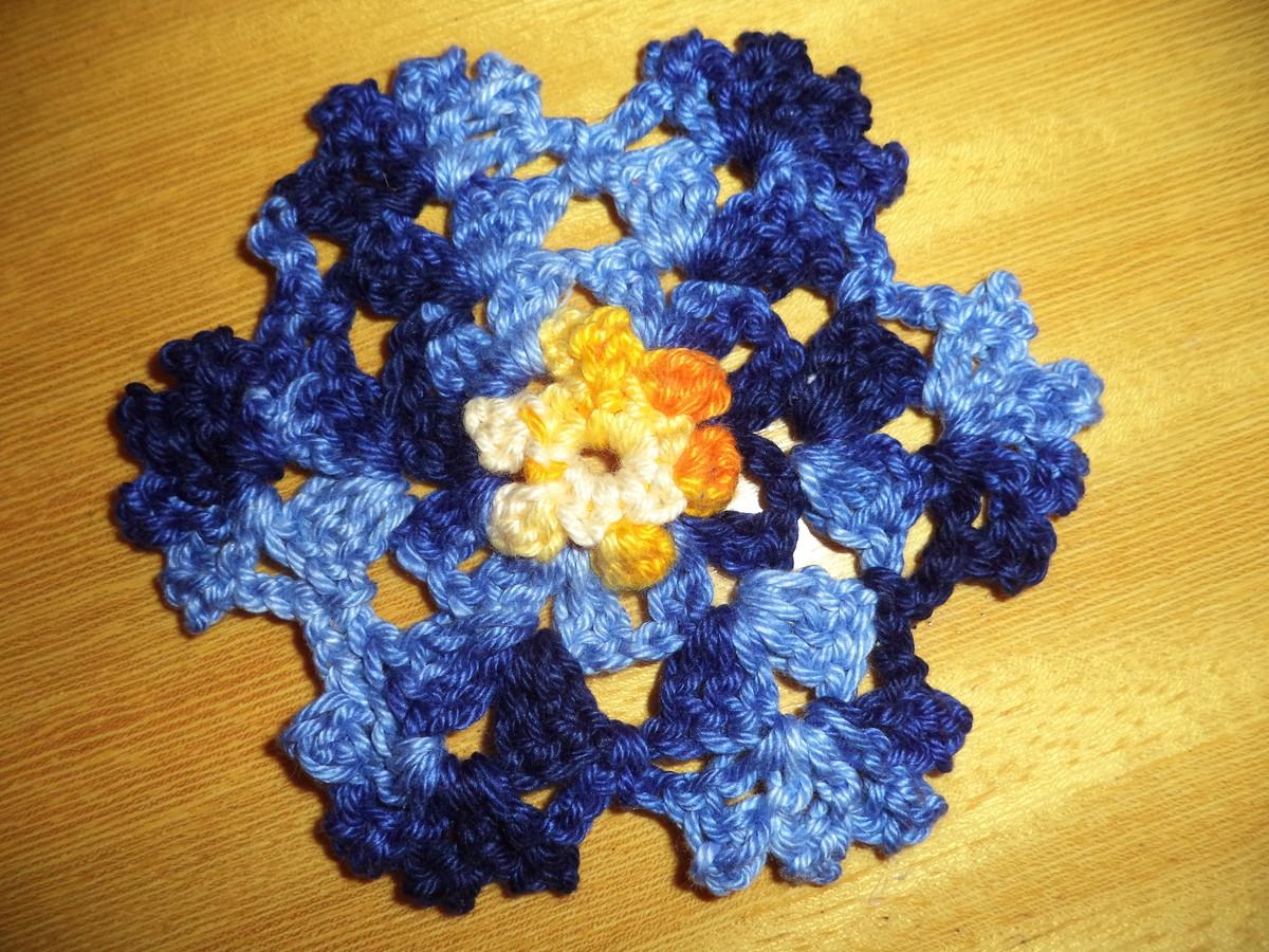 flor de croche azul mesclado
