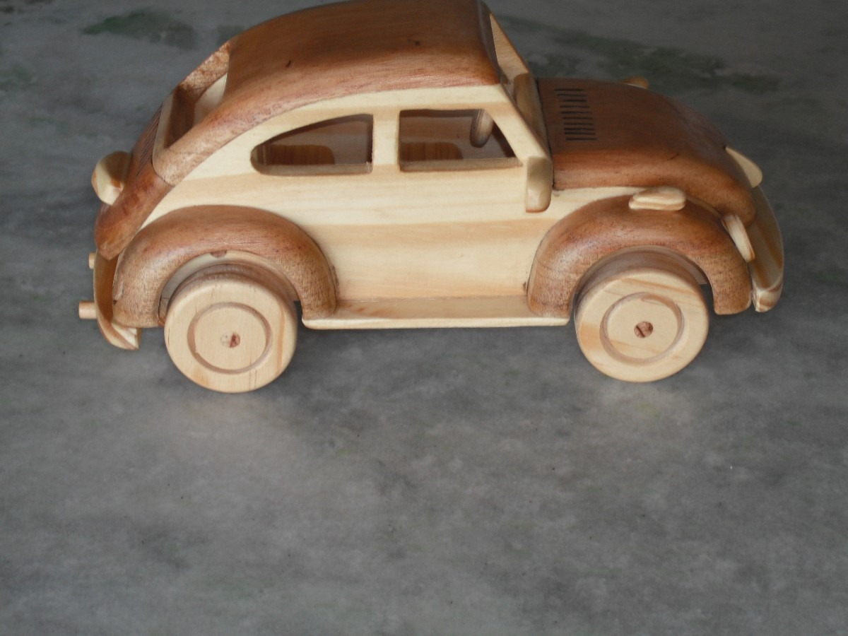 Artesanato em madeira brinquedos fusca