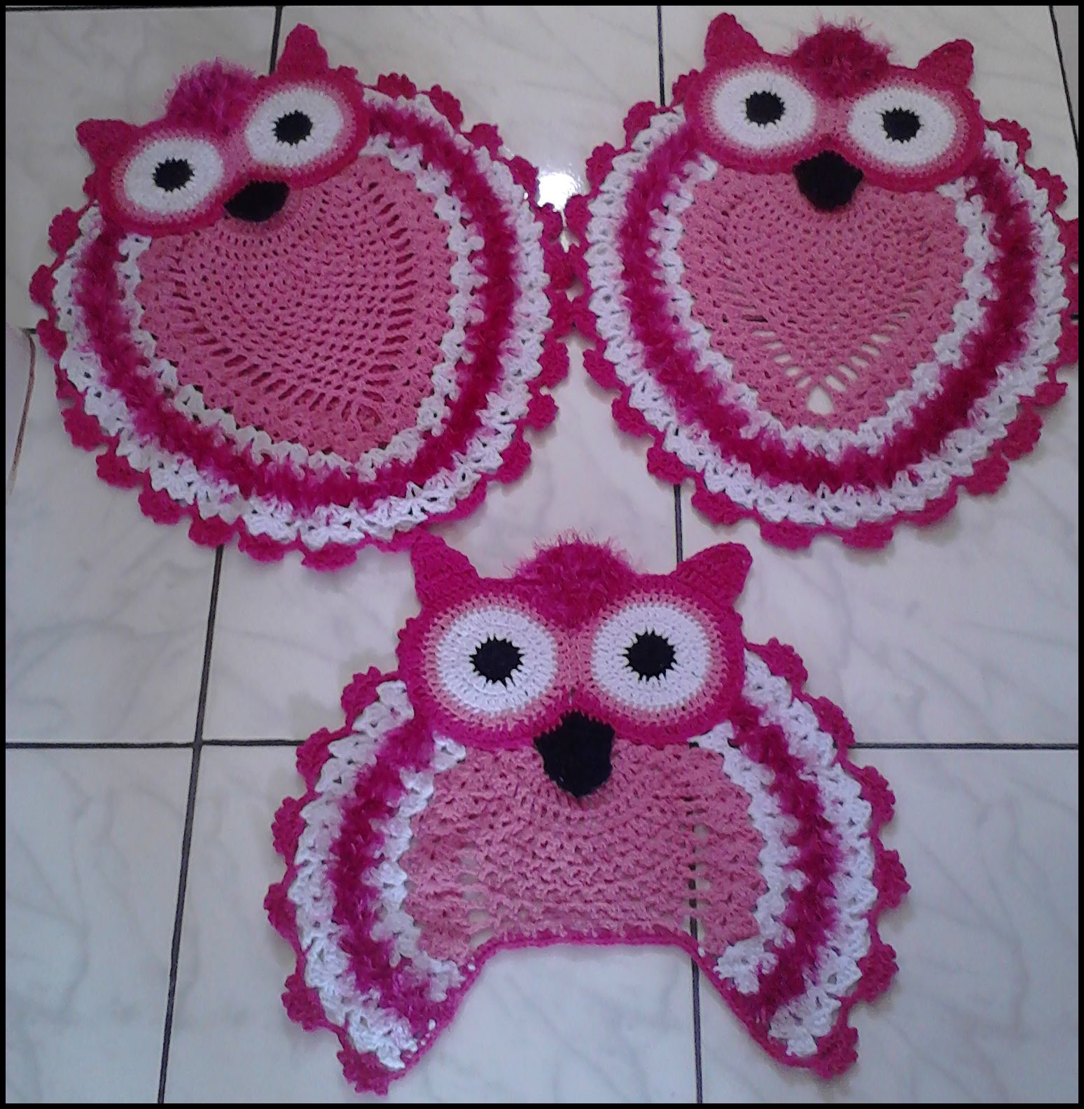 Coruja de crochê rosa e branco