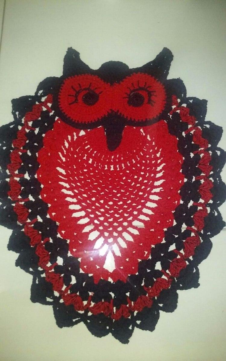 Coruja de crochê vermelho e preto