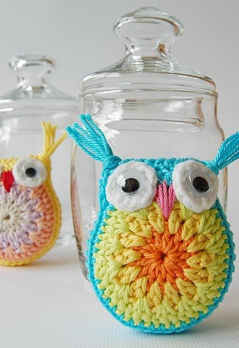 usando o croche com formas para enfeitar vasos