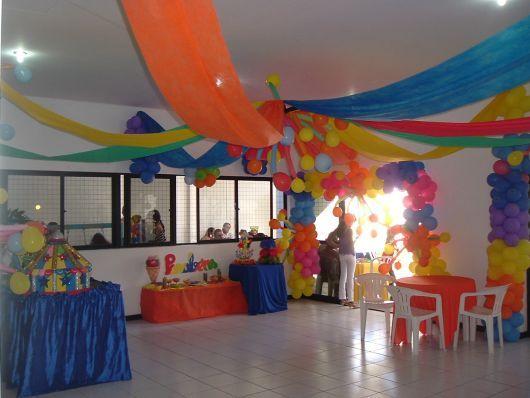 Decoraç u00e3o Com TNT Mais de 70 Fotos E Dicas Para Voc u00ea Se Inspirar -> Decoração De Aniversario Infantil Com Tnt