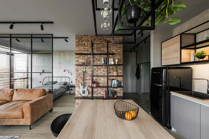 Apartamento com parede de tijolos