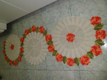 Cozinha com tapete feito em crochê