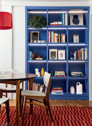 Estante azul para livros de parede
