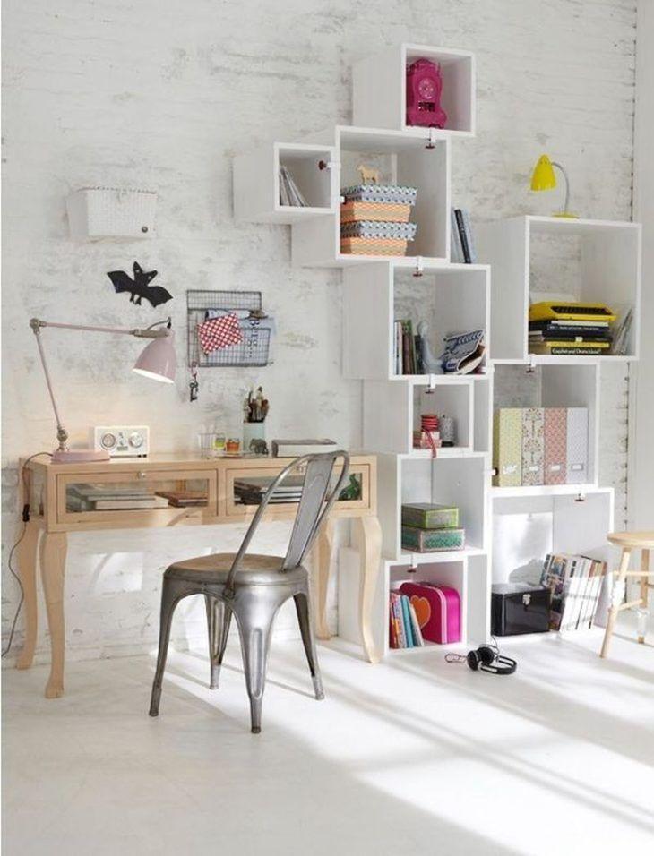 Estante branca moderna para livros de parede