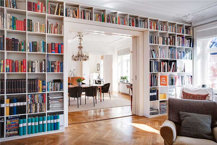 Estante de livros parede inteira