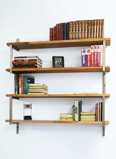Estante para livros fixada na parede