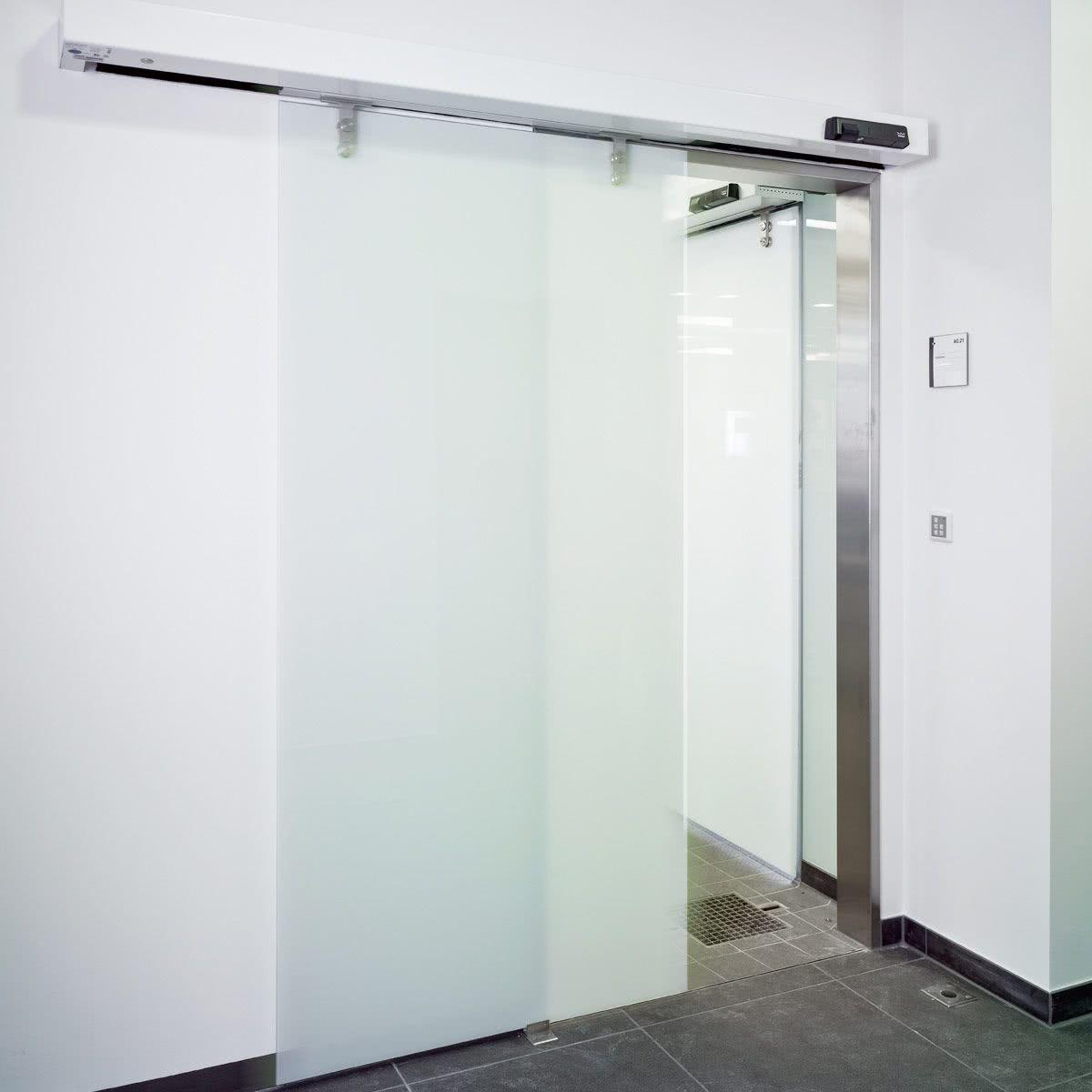 Porta de vidro de correr para cozinha ampla