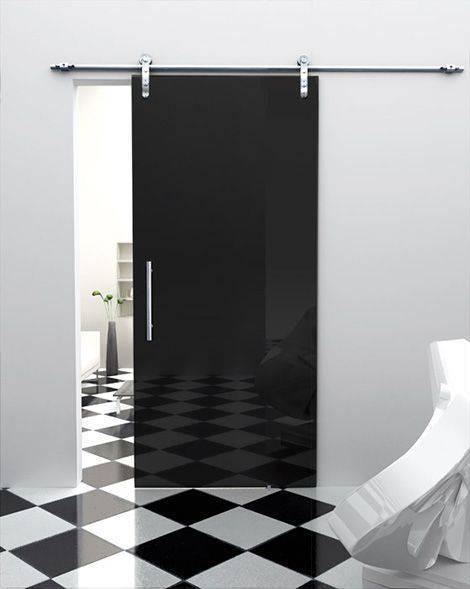 Porta de vidro de correr para sala preta