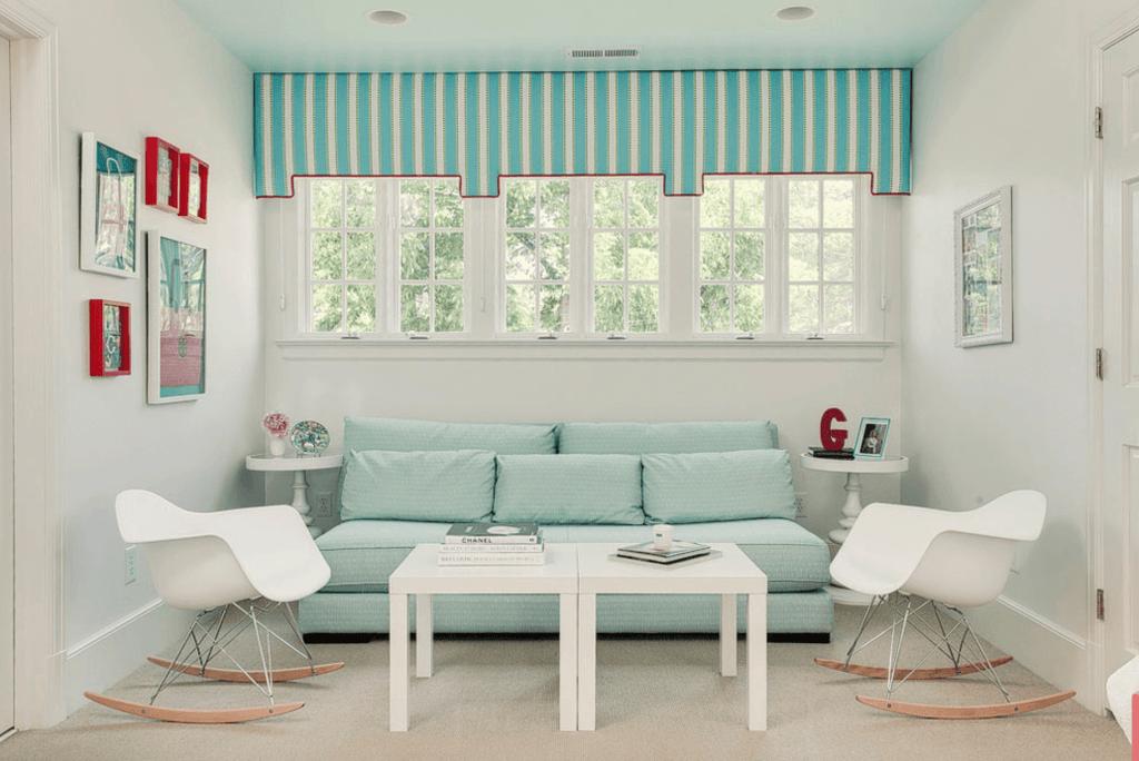 sofa e quadros azul turquesa