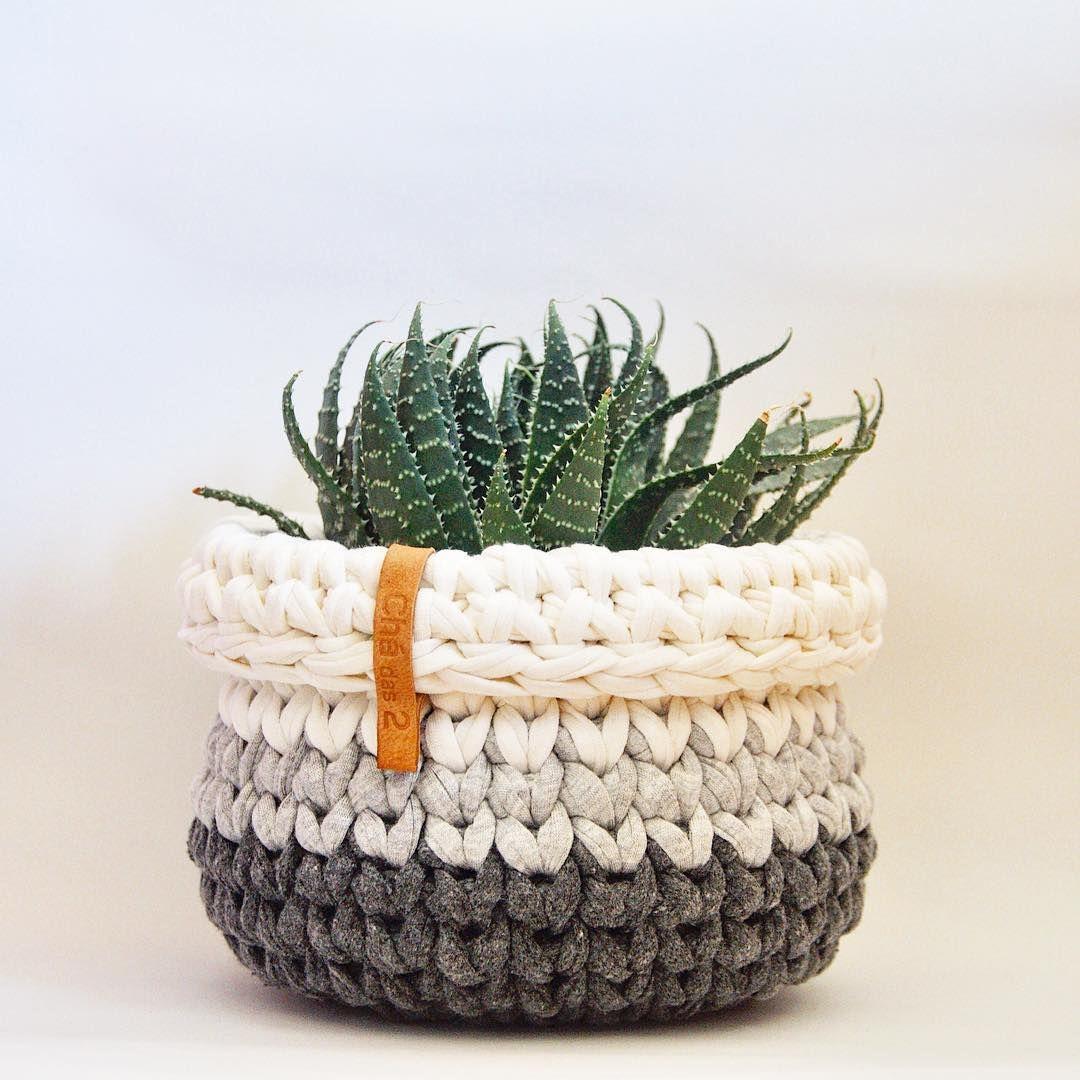 Cachepot de crochê preto e branco