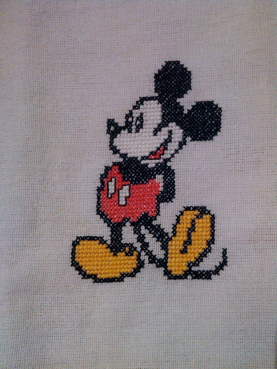 Ponto cruz com o Mickey