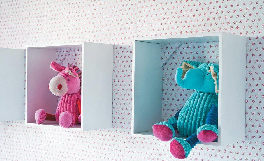 nichos no quarto de bebeb