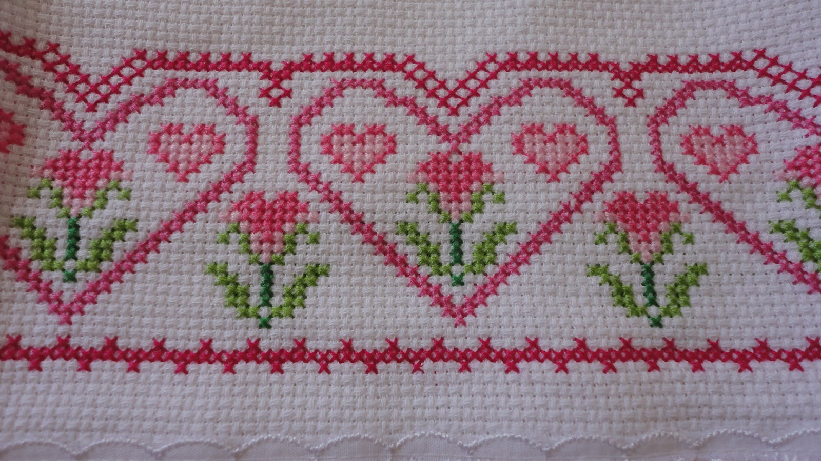 panos de prato com corações bordado