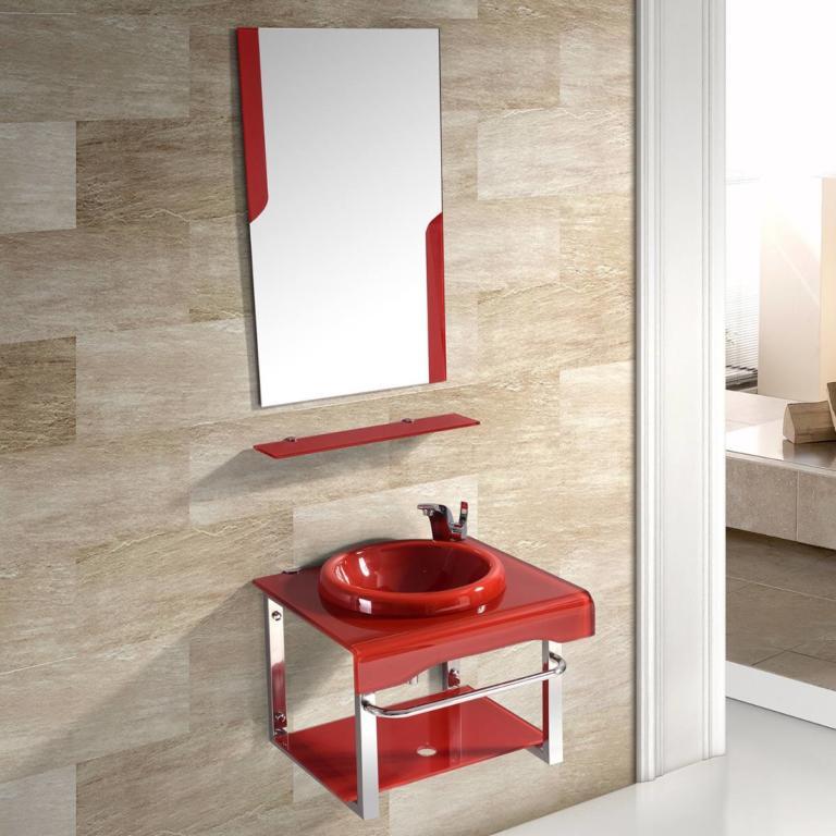 Móveis e detalhe no espelho em vermelho