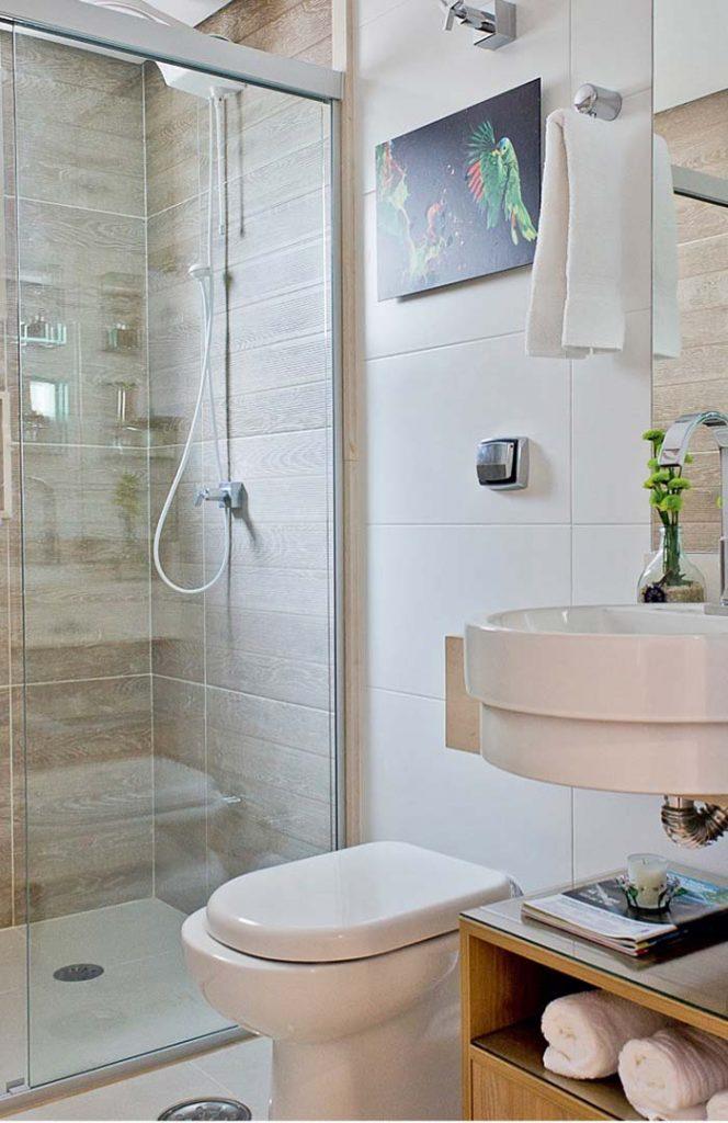 Porcelanato de madeira no banheiro