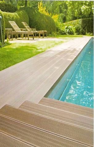 Porcelanato madeira antiderrapante na beira da piscina