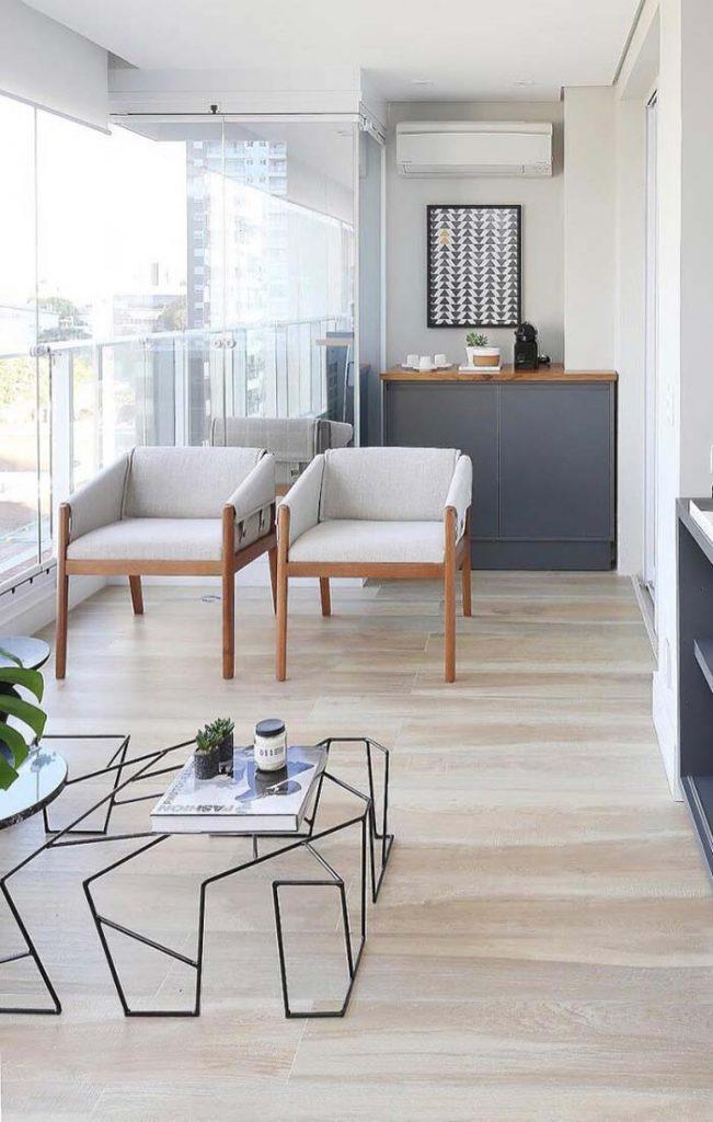 Porcelanato madeira branca com mobilia branc