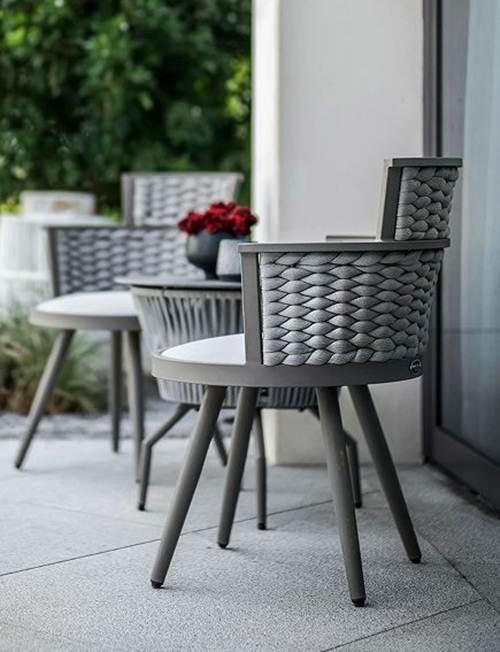 cadeiras de palha cinza