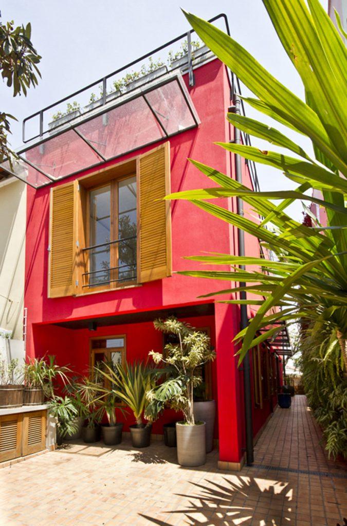 vermelho com lindas janela