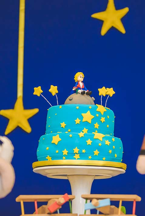 bolo azul e dourado para festa do pequeno principe