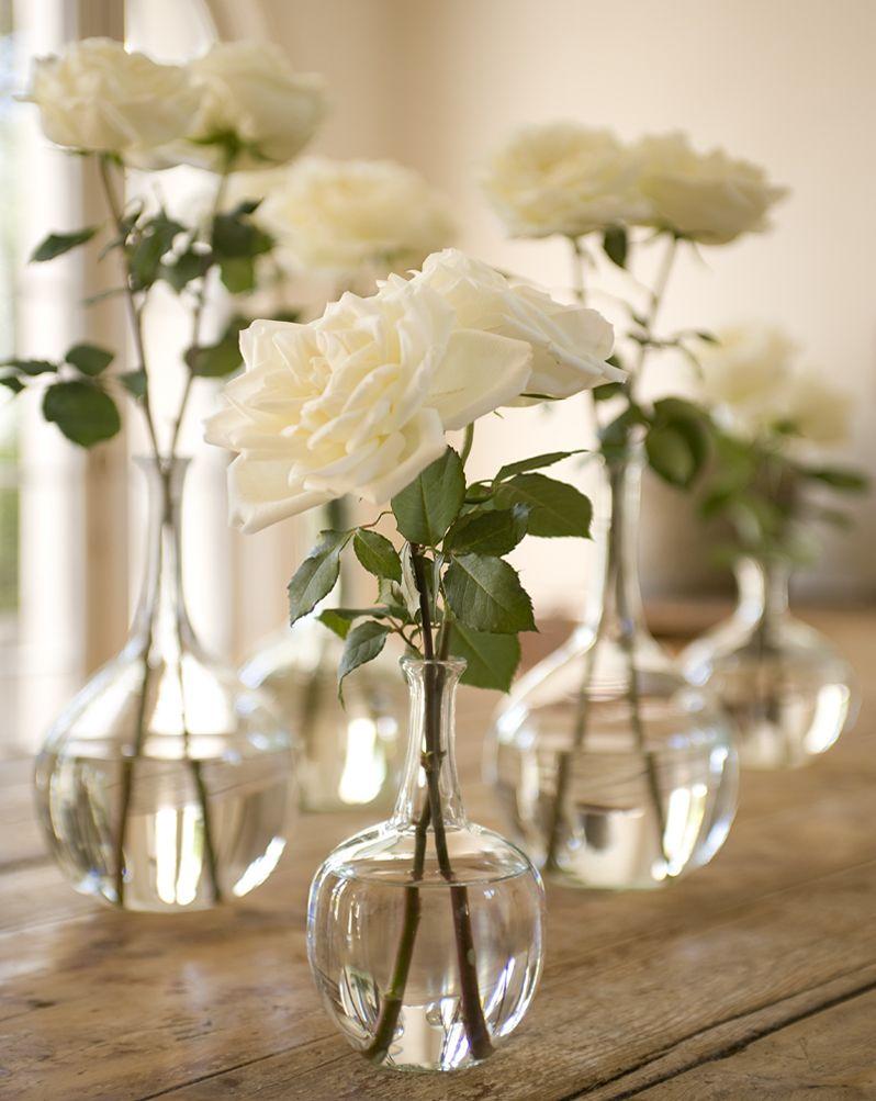 Em pequenos vasos de vidro