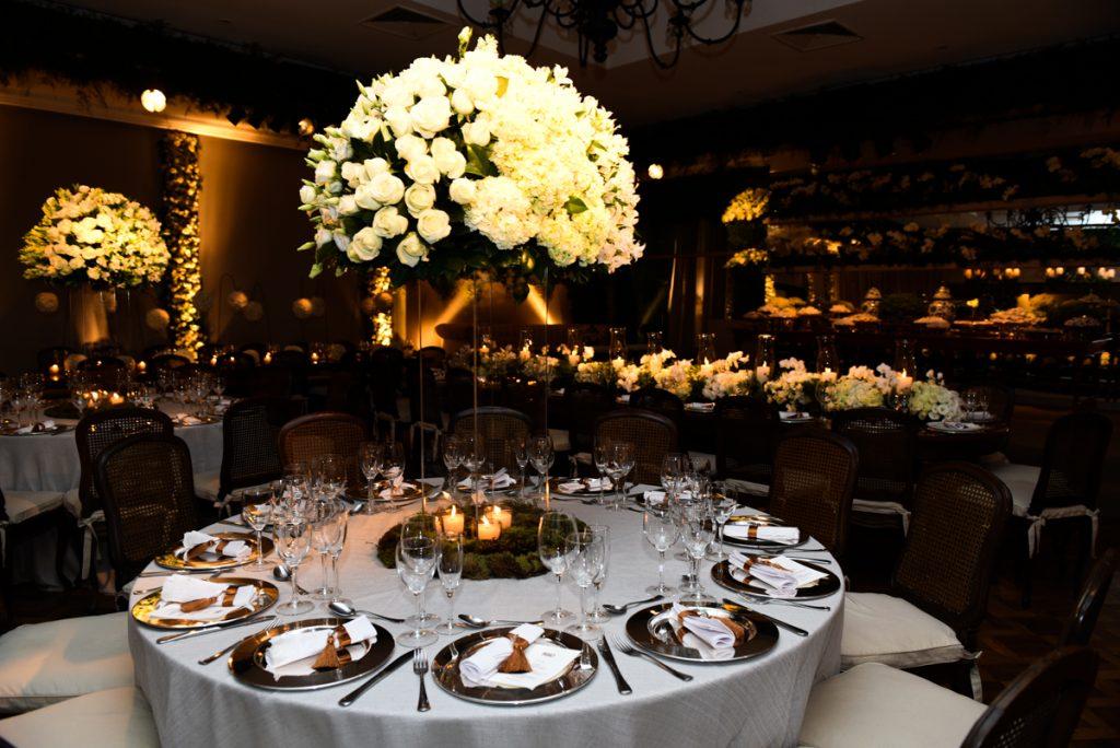 rosas brancas combinam com velas