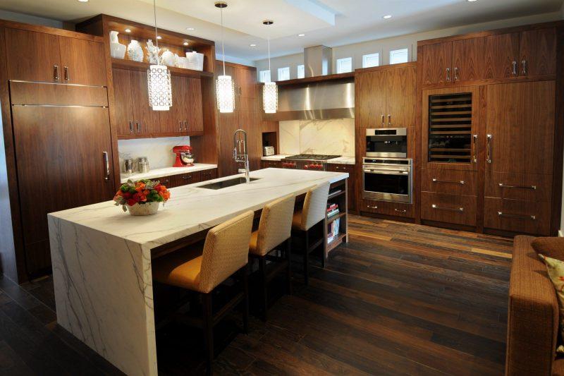 Mistura de paredes e piso em madeira