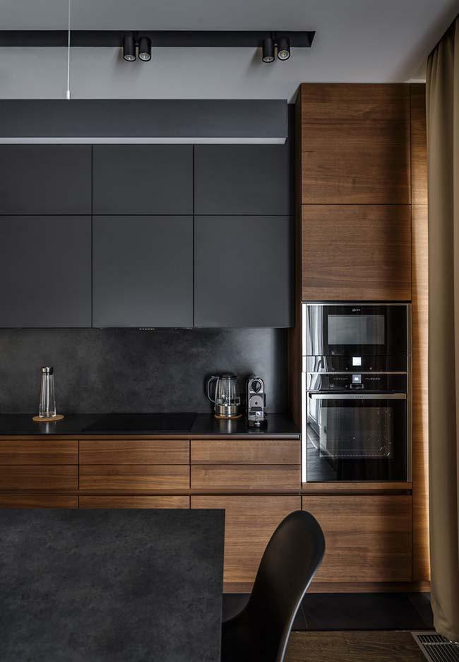 decoração com madeira na cozinha escura