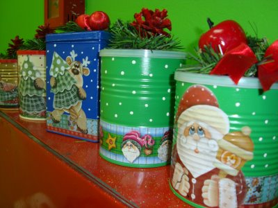decoração de natal feita em latas de leite recicladas